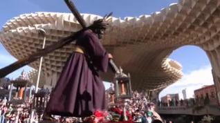Sevilla recupera sus tradiciones prepandemia y se rinde ante el Gran Poder