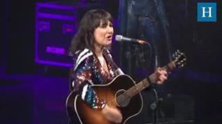 Amaral canta 'El universo sobre mi' en la Gala 'Aragón, mucho que decir'