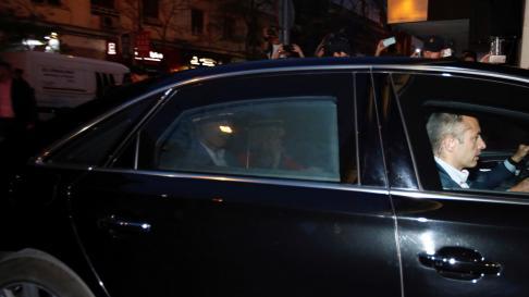 Llegada de Pedro Sánchez a la sede del partido para seguir el escrutinio.