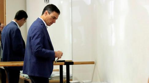 Pedro Sánchez vota en estos comicios.