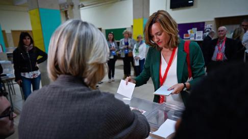 Pilar Alegría ha votado en el IES Goya de Zaragoza.