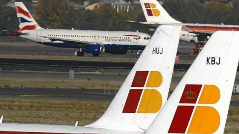 Aviones de Iberia y de British Airways en el aeropuerto de Barajas.