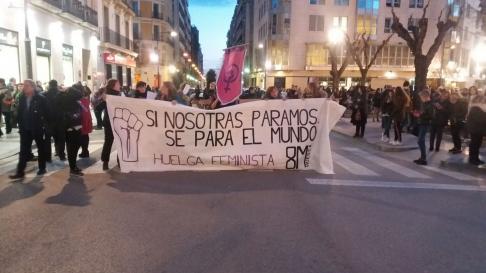 La manifestación del 8M recorre las calles de Huesca.