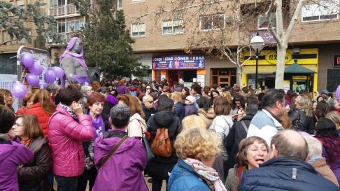 Acto reivindicativo con motivo del Día dela Mujer, en el zaragozano barrio de Torrero.