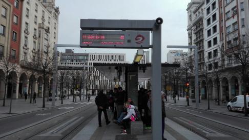 La huelga feminista del 8M está provocando retrasos de más de un cuarto de hora en el servicio del Tranvía de Zaragoza.