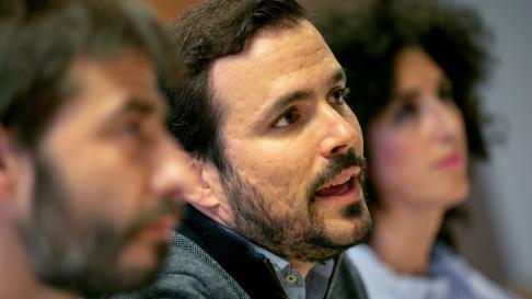 El coordinador general de Izquierda Unida, Alberto Garzón, en una rueda de prensa en Zaragoza.