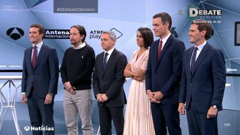 Los candidatos y los presentadores, en la foto de familia.