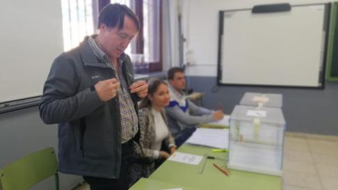A Fernando García Larrea, vecino de Calatayud, le ha tocado seis veces estar en una mesa electoral.