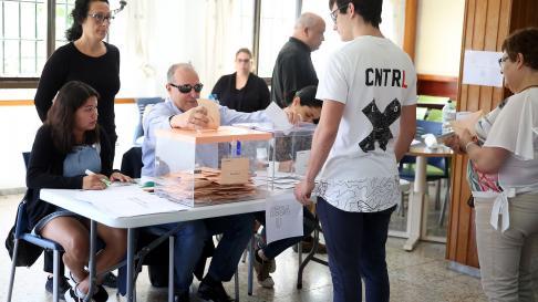 Antonio Acosta, primer sordociego en presidir una mesa electoral.
