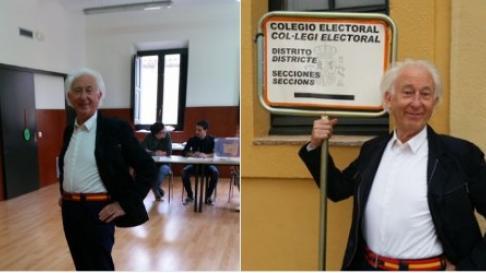 Boadella ha acudido a votar en clave irónica con un cinturón con la bandera de España.