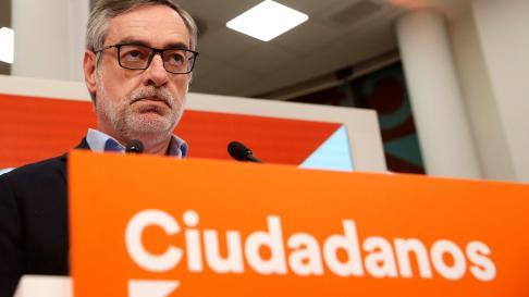 El secretario de Organización de Cs, José Manuel Villegas, en rueda de prensa ofrecida tras el cierre de los colegios electorales