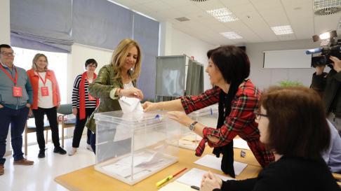 La candidata del PSOE por Zaragoza Susana Sumelzo ya ha votado.