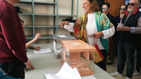 Lourdes Guillén la candidata de Ciudadanos por Huesca, que llevó un bolso con los colores de la bandera de España.