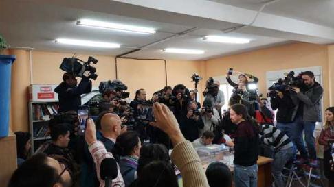 Pablo Iglesias ha votado en un colegio de Galapagar (Madrid)
