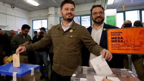Rufián ejerce su derecho al voto en Sabadell.