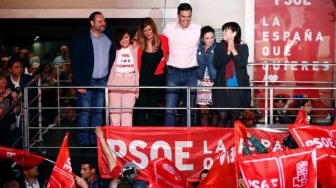Sánchez celebra la victoria electoral.