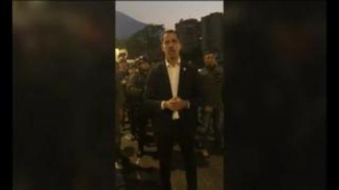 Fuerzas opositoras han sacado de su arresto domiciliario a Leopoldo López