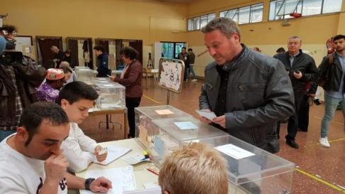 El candidato de CHA, José Luis Soro, ha sido uno de los más madrugadores a la hora de votar.