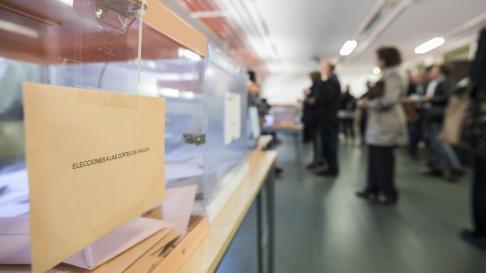 Elecciones europeas, municipales y autonomicas 2019. ies Medina Albaida / 26-05-2019 / FOTO: GUILLERMO MESTRE [[[FOTOGRAFOS]]]