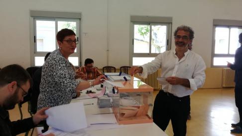 Juan Rodríguez Bielsa ha votado en Boltaña, llamando a participar pensando en el Alto Aragón.