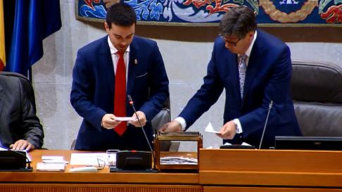 Darío Villagrasa y Arturo Aliaga proceden al recuento de votos a la presidencia