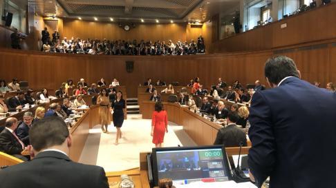 Los diputados votan a los candidatos para la secretaría de las Cortes de Aragón