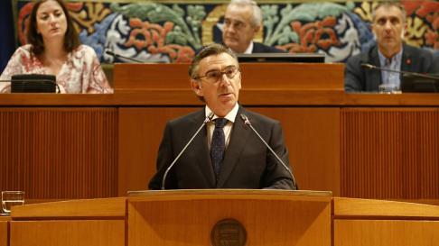 Luis María Beamonte durante la sesión de investidura de Javier Lambán.