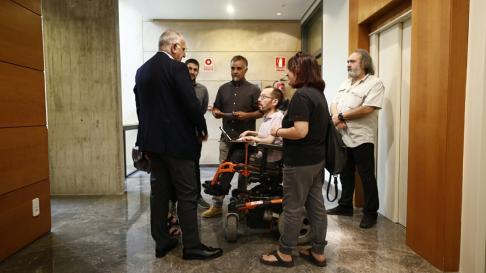 Pablo Echenique llega a las Cortes de Aragón para asistir a la sesión de investidura de Lambán