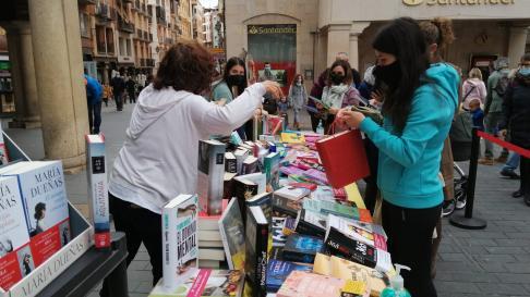 Feria del Libro de Teruel, celebrada en la plaza del Torico.