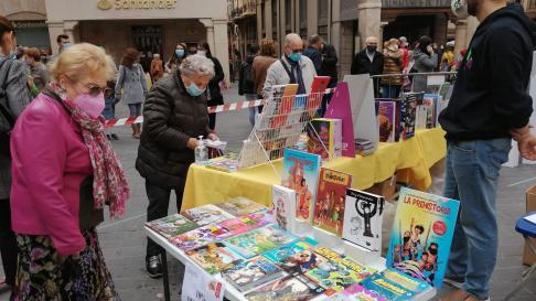 Teruel celebra la Feria del Libro en la plaza del Torico.