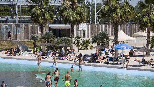 Las playas de Zaragoza, concurridas por la ola de calor.