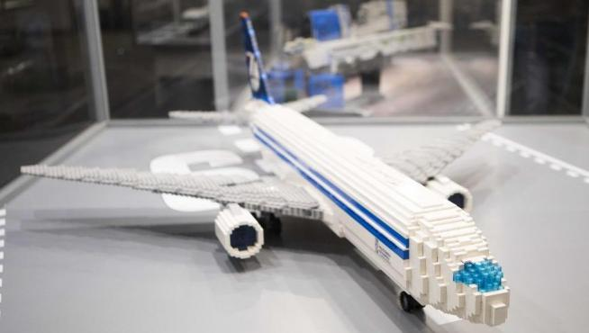 Boeing 767 LOT de Polish Airlines, en Lego.
