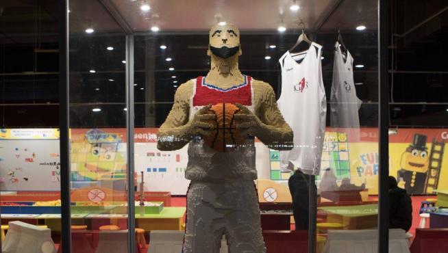 El jugador de baloncesto polaco Marcin Gortat, en Lego