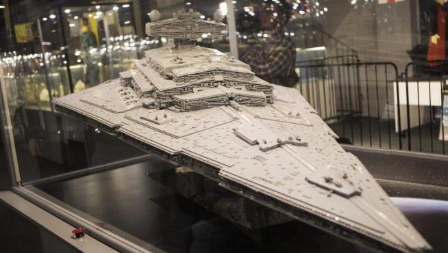 La 'Chimaera', nave insginia del Almirante Thrawn de la Armada Imperial, en la exposición de Lego en Puerto Venecia.