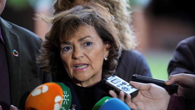 Carmen Calvo se dirige a los medios de comunicación.