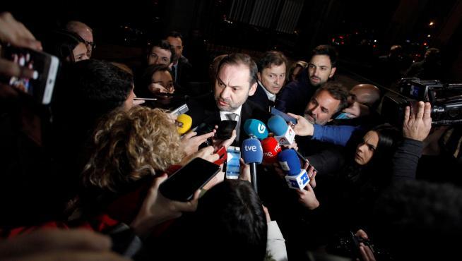 José Luis Ábalos ha tenido que responder a los medios por el revuelo político que ha provocado su supuesta reunión secreta
