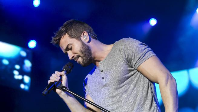 El cantante Pablo Alborán durante su actuación en 2015 en el Pabellón Príncipe Felipe de Zaragoza.