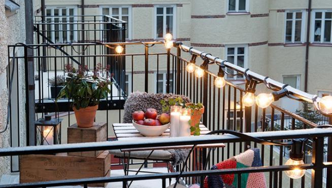Con una guirnalda eléctrica ya cambia la estética del balcón