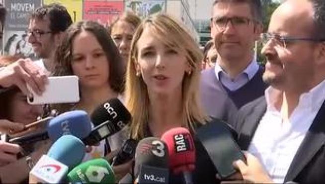 Decenas de estudiantes de la UAB tratan de boicotear un acto de Álvarez de Toledo