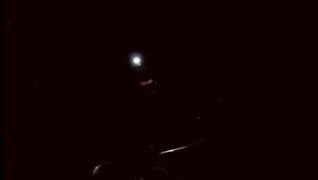 Peligroso rescate sin luz de un senderista que se desmayó en un bosque de Benasque.