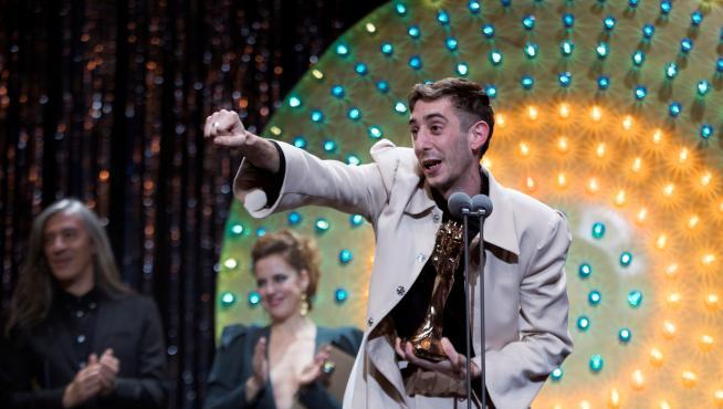 Enric Auquer, celebrando el Premio Gaudí.
