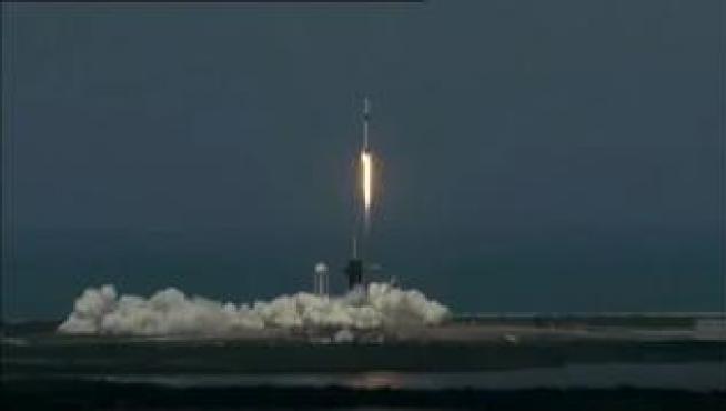 Despega con éxito la primera misión tripulada de SpaceX