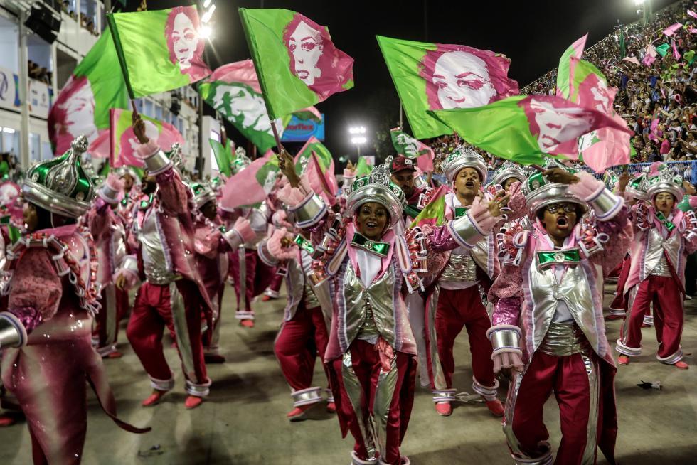 El desfile que realzó negros, indios y mujeres de Brasil