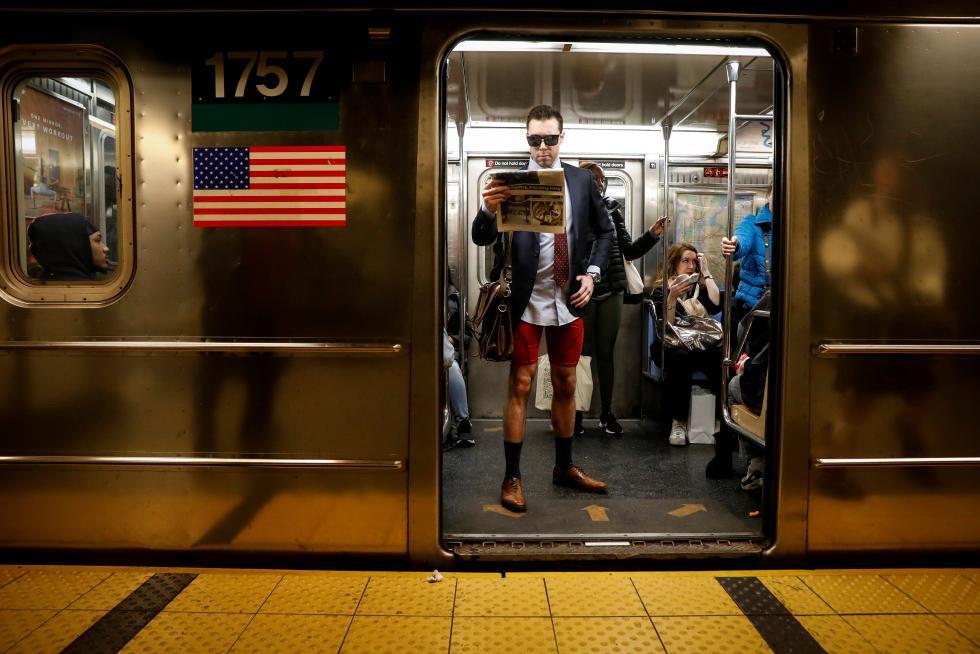 Fotos: Día sin pantalones en el metro de Nueva York... y ...