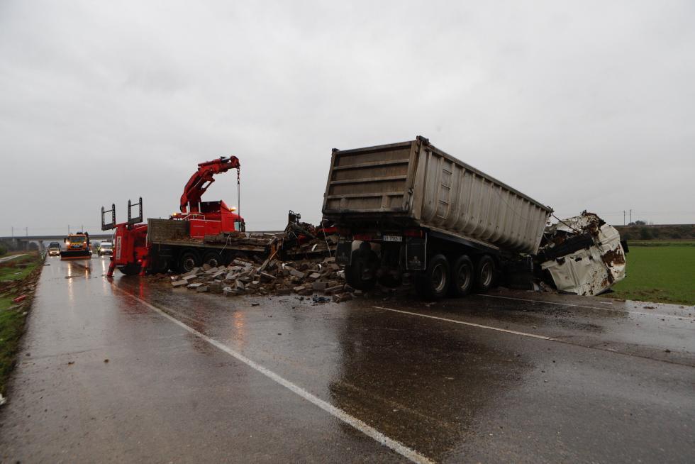 El accidente se ha producido en la N-II pasadas las 8.00 a la altura de Osera de Ebro.