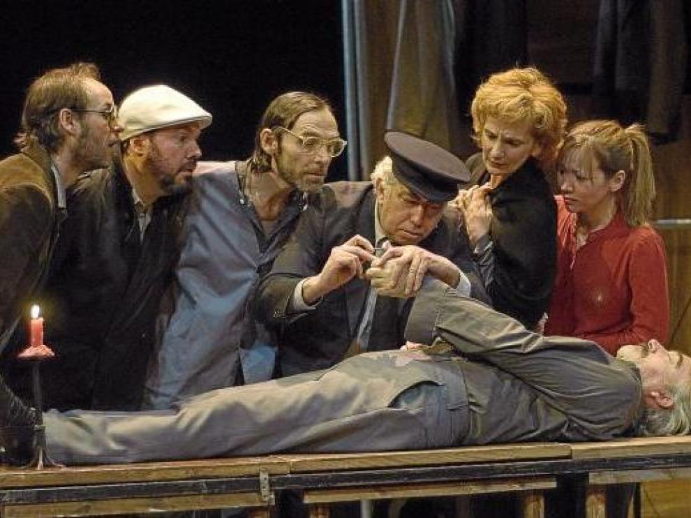 El actual reparto de 'Luces de bohemia', que hoy se estrena en el Teatro Principal