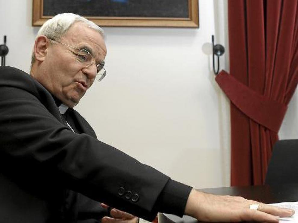 El nuncio apostólico en España, Renzo Fratini, ayer, en el palacio arzobispal de Zaragoza.