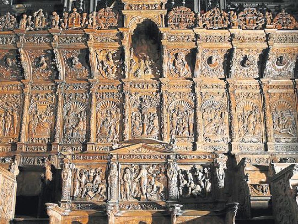 En los tres sitiales presidenciales (en primer plano, en el centro), la Venida de la Virgen del Pilar