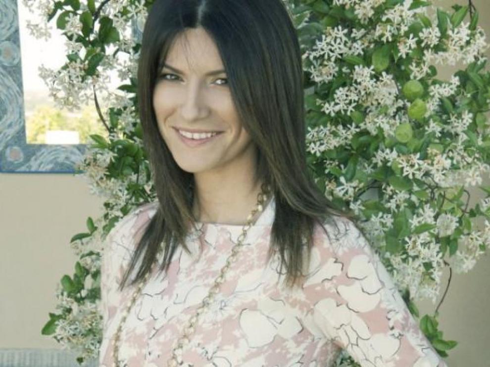 Laura Pausini luciendo embarazo