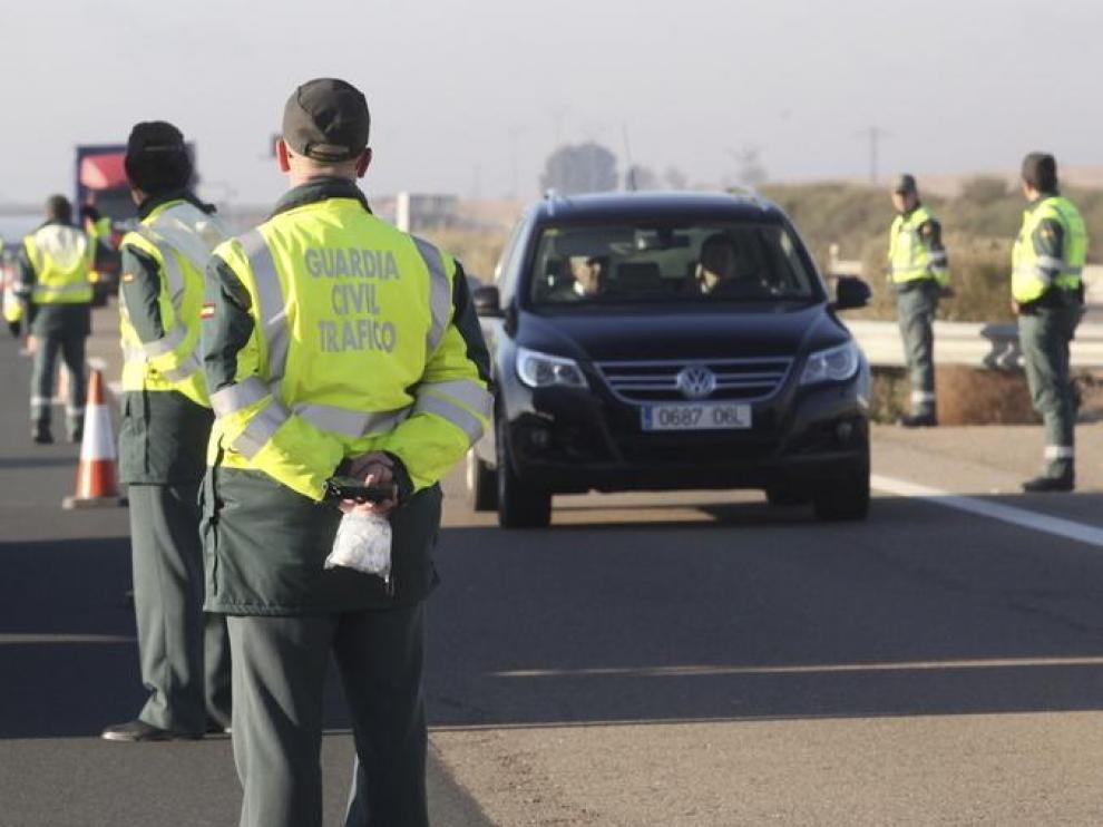 Imagen de archivo de un control de tráfico en Aragón.